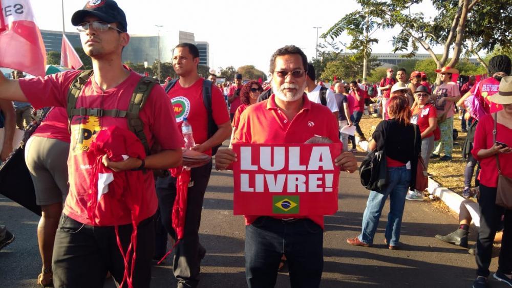 Professor Lesso participa em Brasília da mobilização em prol da candidatura do ex-presidente Lula
