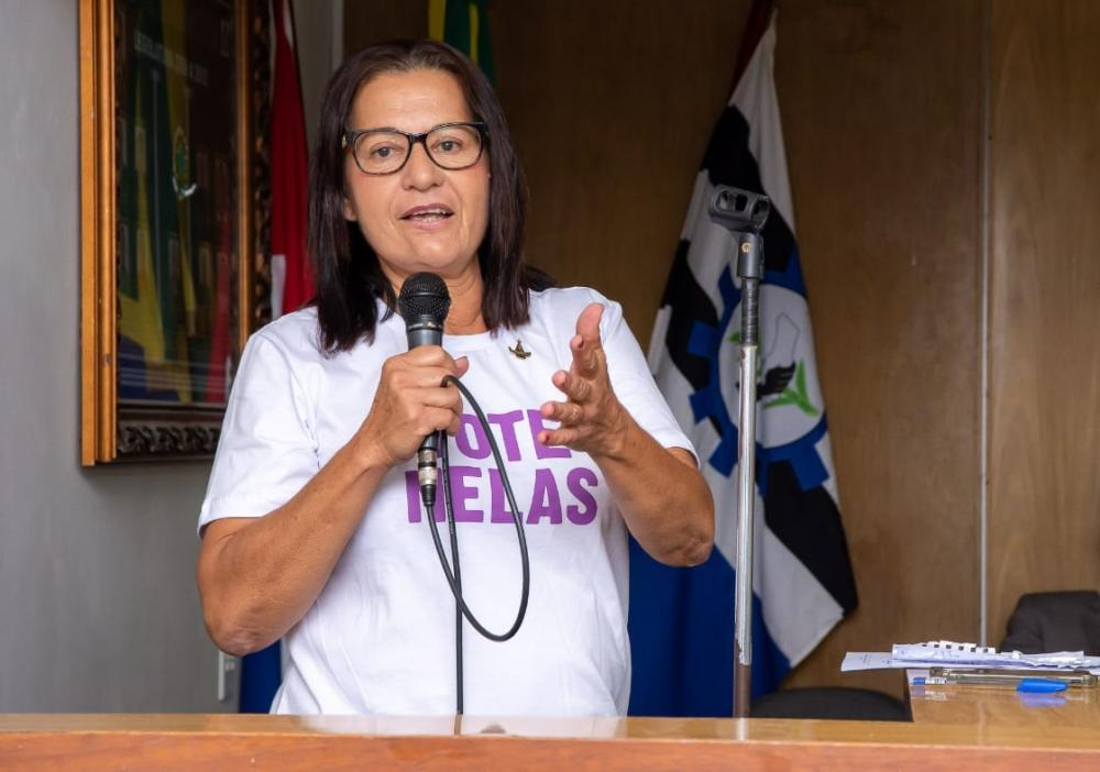 Vereadora Neide Miranda surante sessão da Câmara de Atalaia. Foto: Alberto Vicente