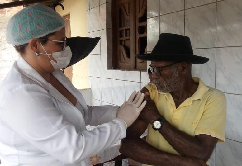 Atalaia iniciou vacinação domiciliar nesta última terça-feira (24).