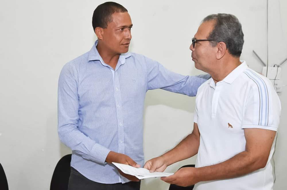 Chico Vigário nomeia o novo secretário de Educação de Atalaia.