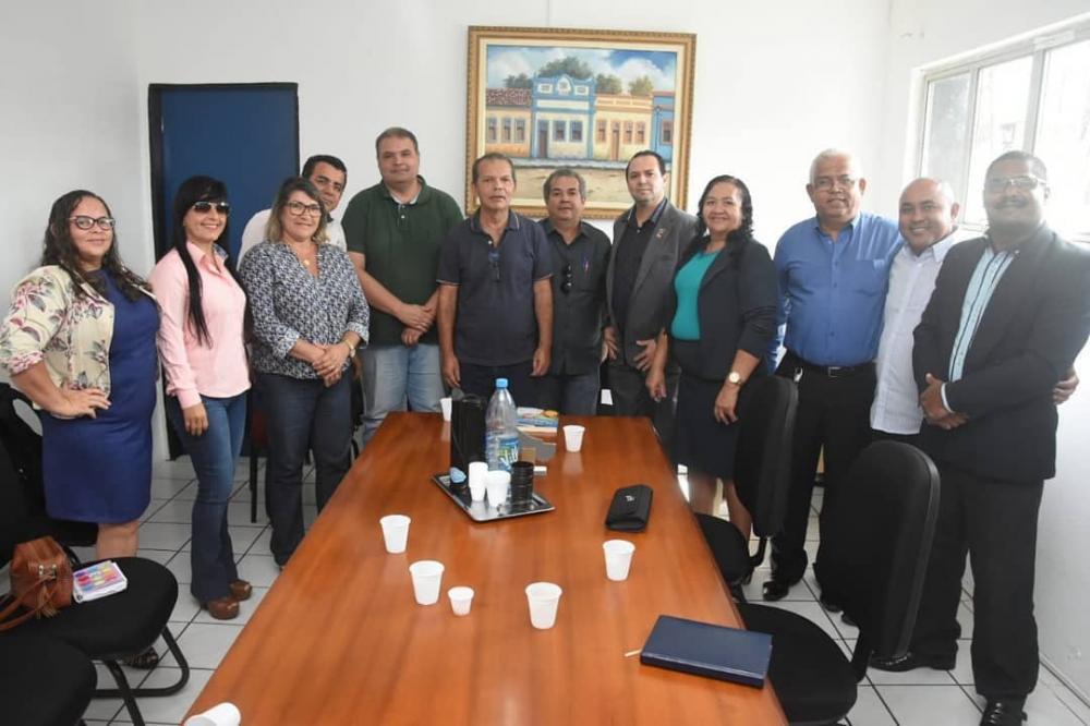 Prefeito Chico Vigário se reúne com representantes da Associação dos Micros e Pequenos Empresários de Atalaia