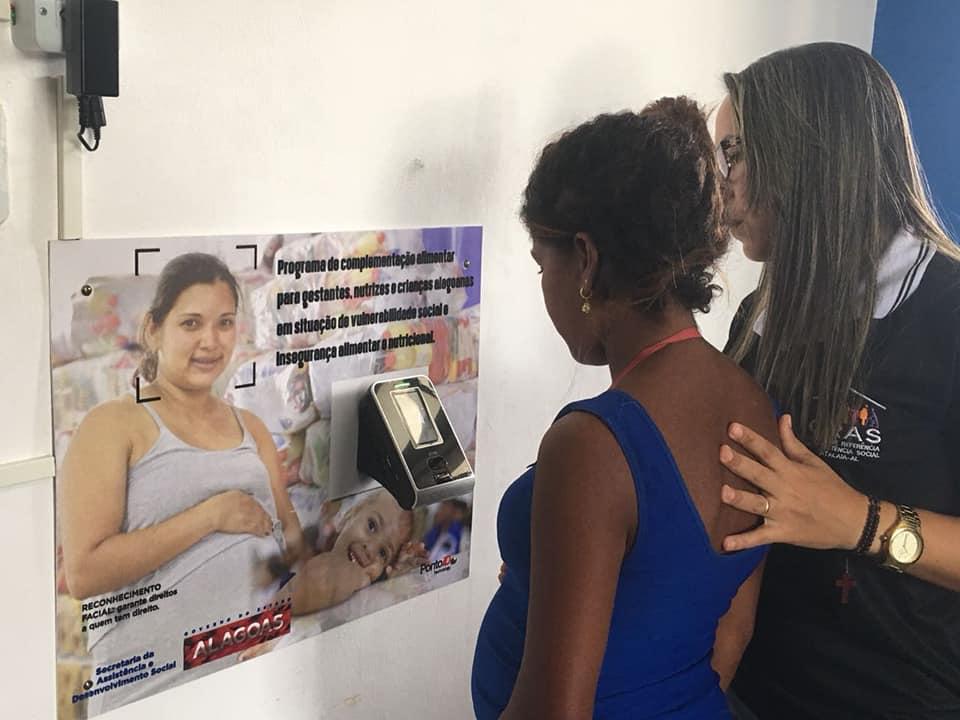 Atalaia: Beneficiárias do programa de cestas nutricionais passam por cadastramento do reconhecimento facial