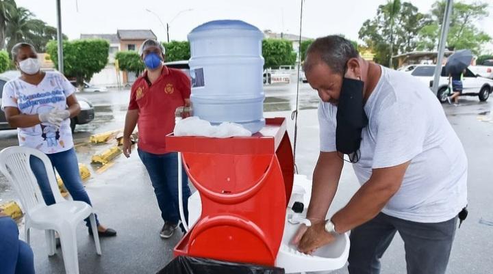 Prefeitura de Atalaia coloca pia móvel nas feiras livres para combater o avanço do novo coronavírus