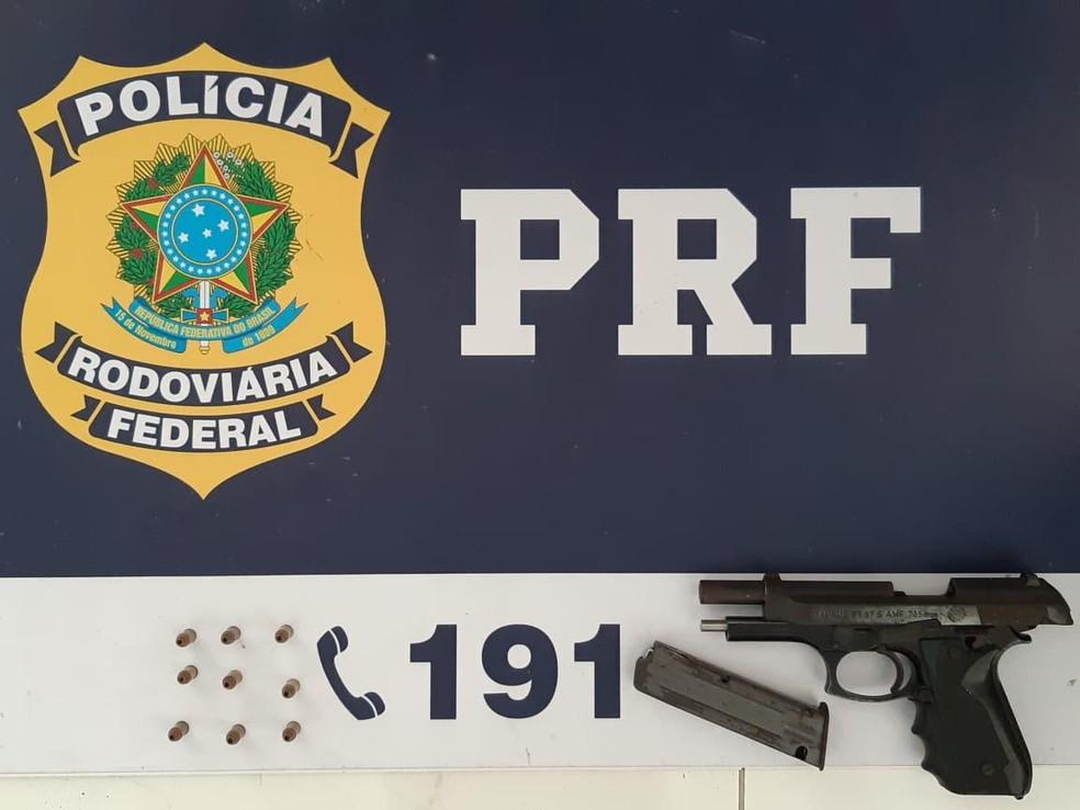 PRF prende em Atalaia quatro homens suspeitos de integrar associação criminosa