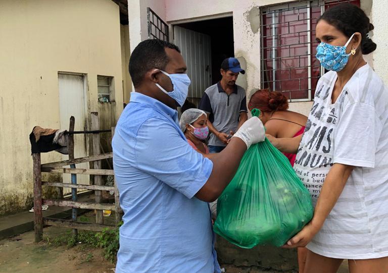 Alimentos foram entregues para famílias carentes do município.