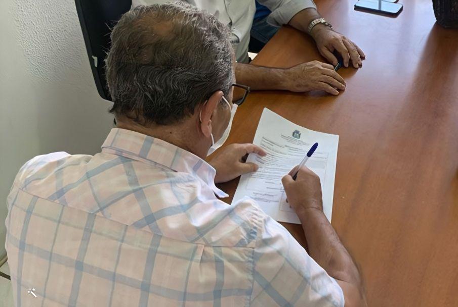 Prefeito assina ordem de serviço para reforma da Escola Municipal Antônio Amâncio