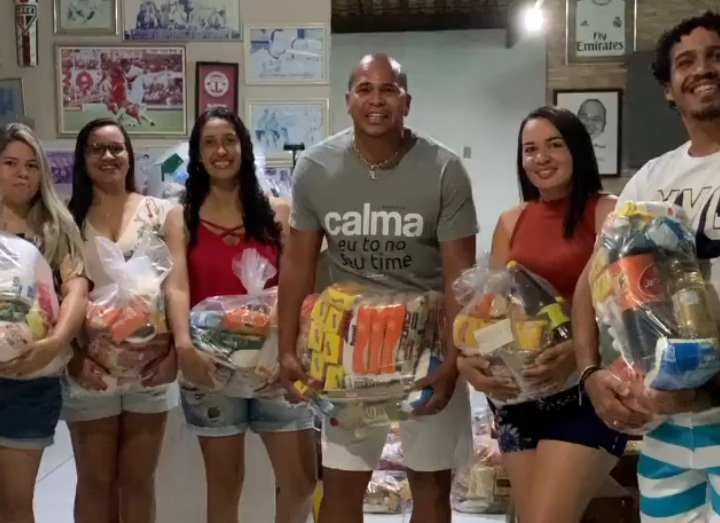 Aloísio Chulapa faz doação de cestas básicas para a Casa de Ranquines de Penedo
