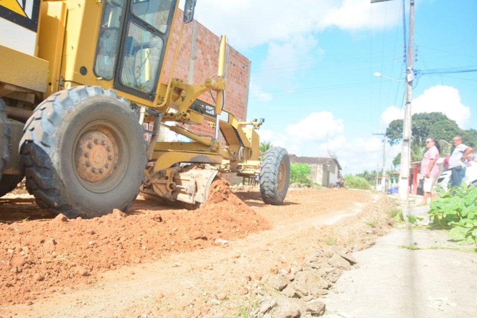 Ruas do Distrito Santo Antônio estão sendo preparadas para receber calçamento
