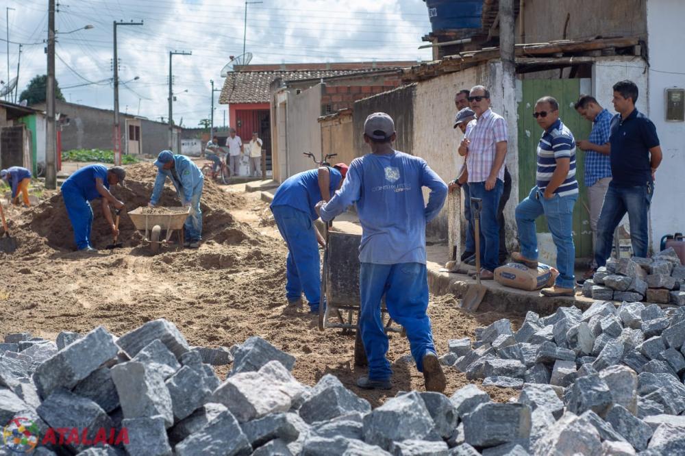 Prefeitura de Atalaia inicia obra de calçamento de ruas no Distrito Santo Antônio