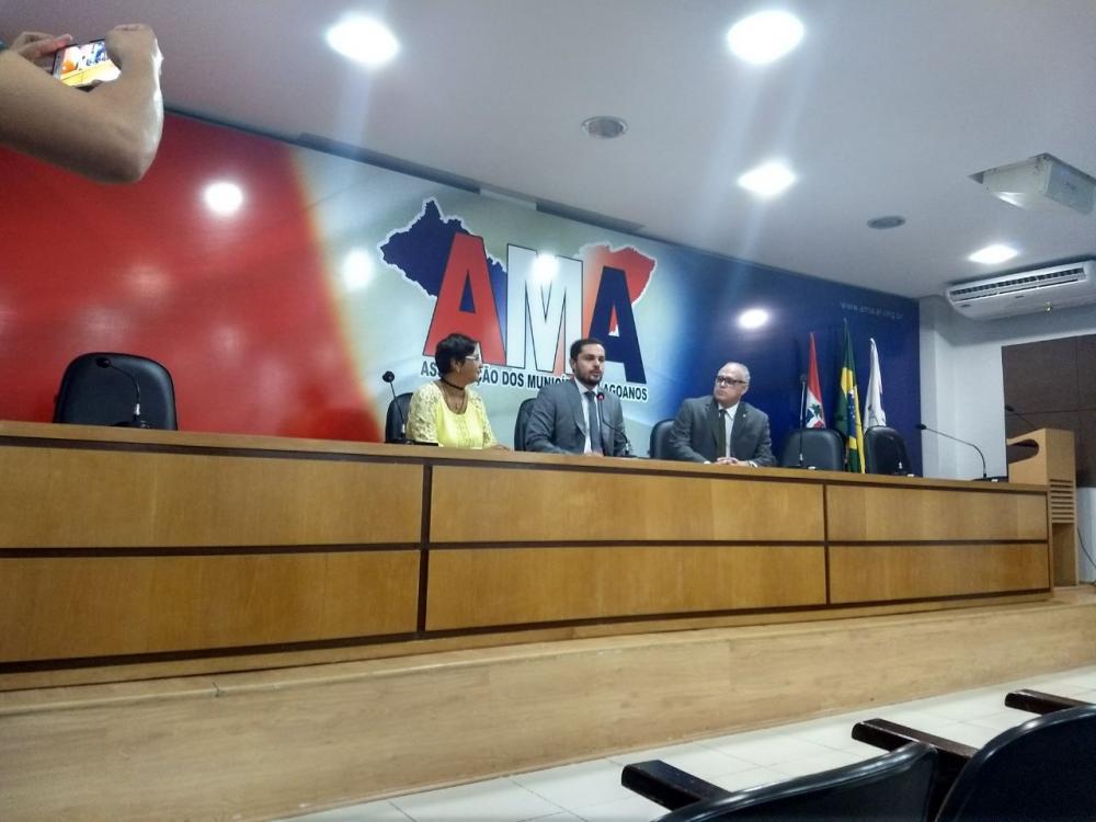 Defesa Civil de Atalaia participa da reunião.