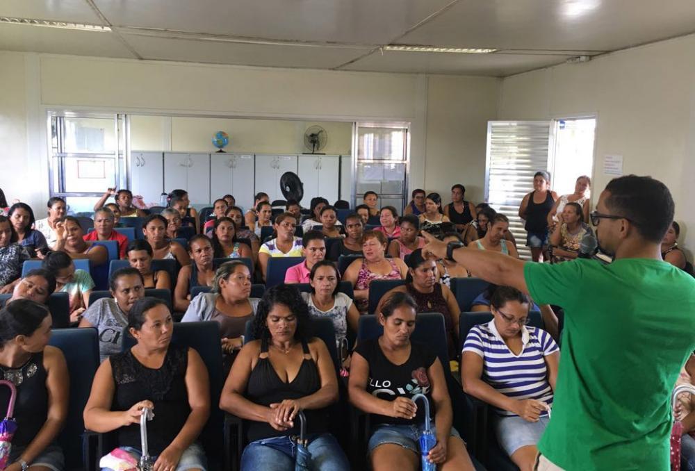 Beneficiários do Bolsa Família participam de palestras no Distrito Branca