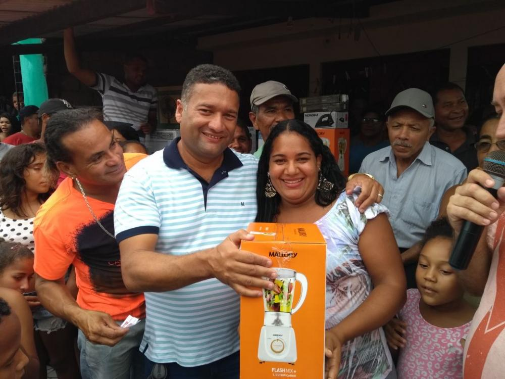 Vereador Toni Barros realiza a 6ª edição da festa dos TRABALHADORES e das MÃES do município de Atalaia