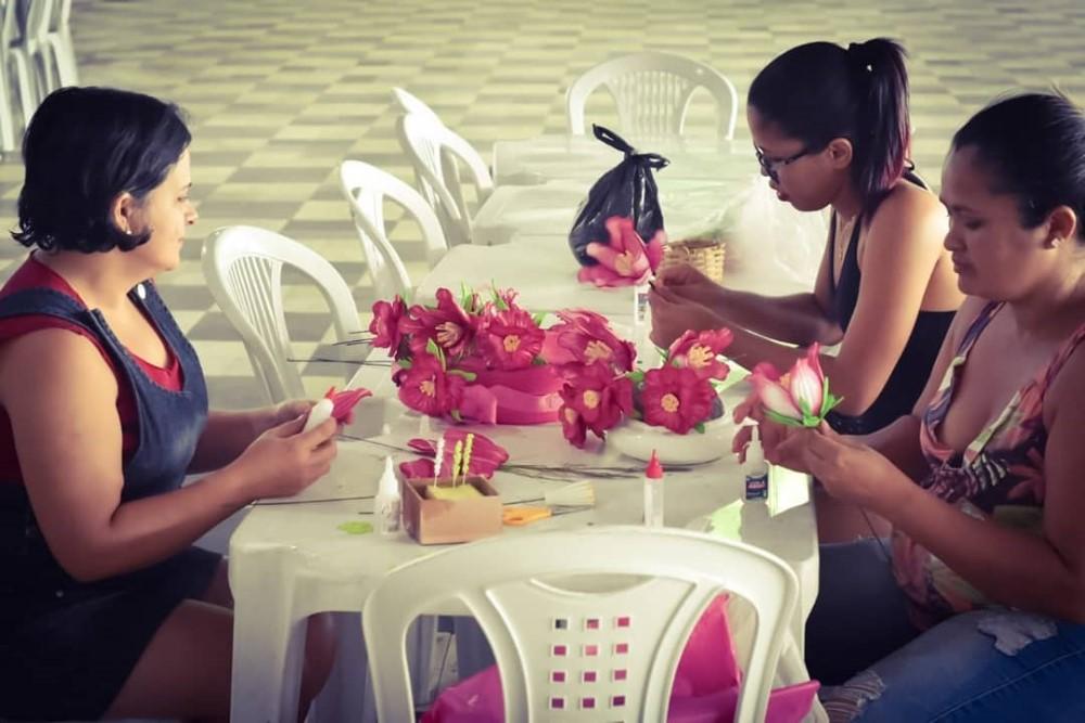 Prefeitura de Atalaia incentiva geração de renda através de cursos de artesanato