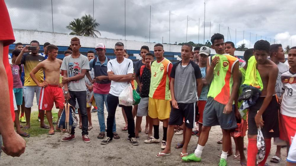 Com o apoio do vereador Quinho, jovens atalaienses participam de seletiva do Sport Club do Recife