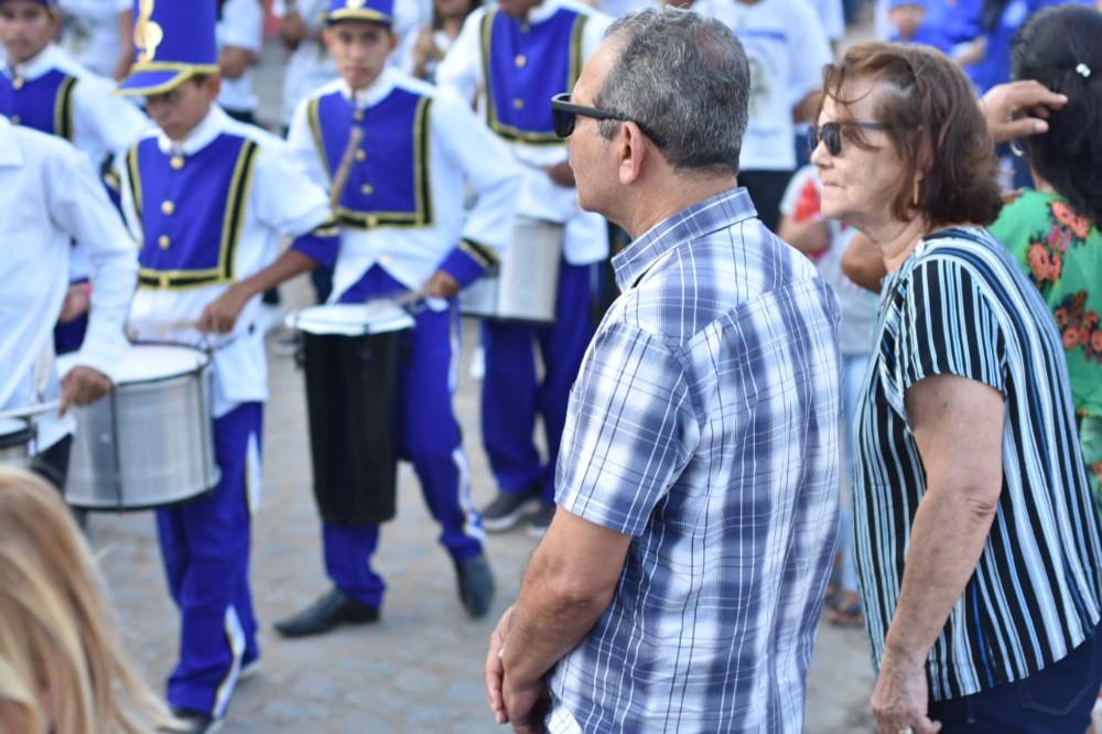 Escola Francisco de Albuquerque Pontes promove desfile em comemoração ao Dia 07 de Setembro