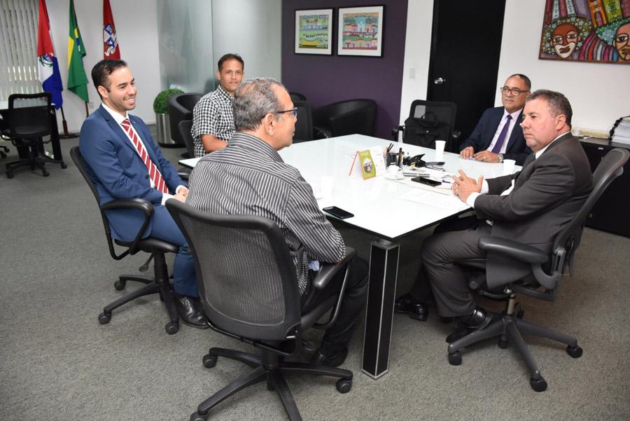 Em termo de cooperação, Ministério Público cede equipamentos de informática à Prefeitura de Atalaia