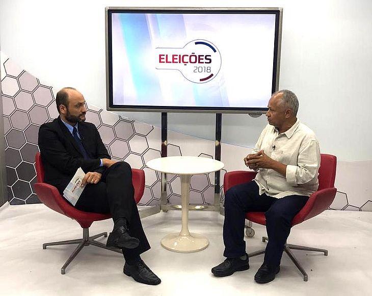 Professor Cícero Albuquerque é candidato ao Senado Federal pelo PSOL.
