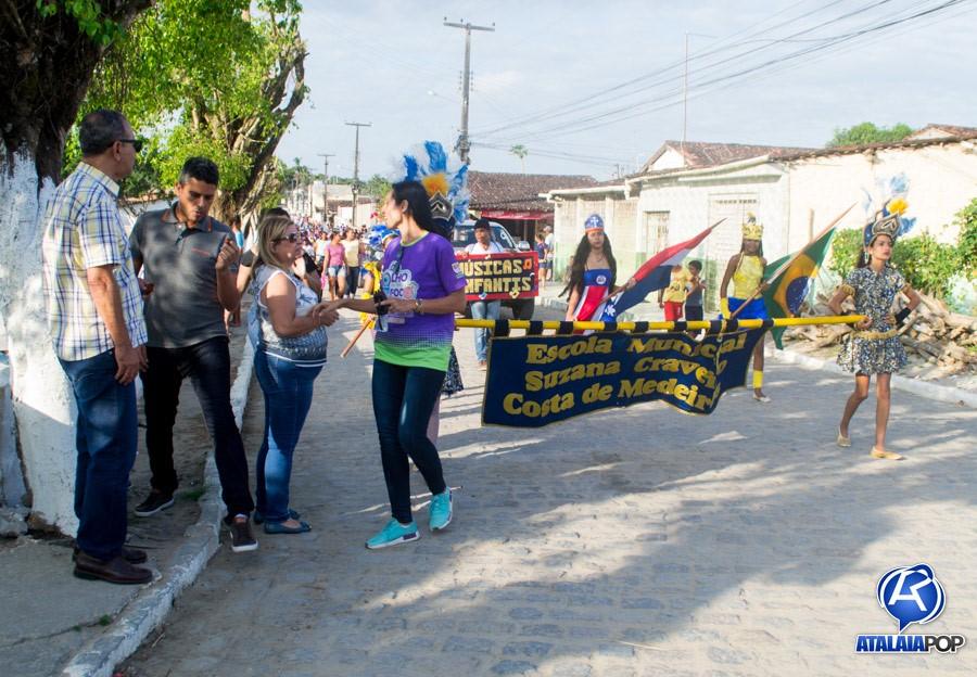 Desfile Cultural marca o aniversário da Escola Municipal Suzana Craveiro