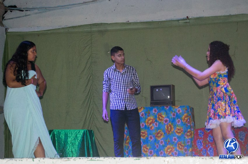 Grupo Atuar encanta plateia no Centro Social Atalaiense com a hilária história do deputado Zé Rufino
