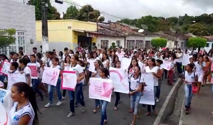 Outubro Rosa: Escola Antônio Vieira promove caminhada de conscientização contra o câncer de mama