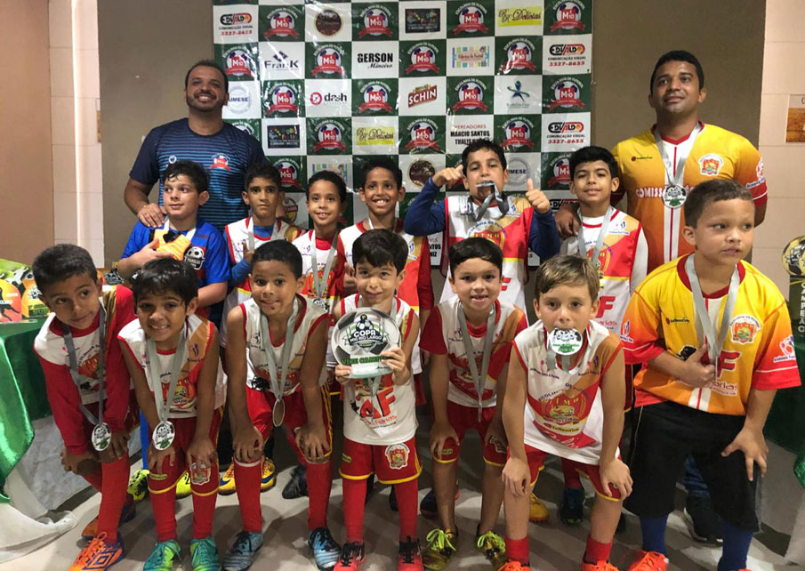 Escolinha Meninos de Ouro conquista o vice-campeonato da 1ª Copa M10 de Fut7 na categoria Sub-8
