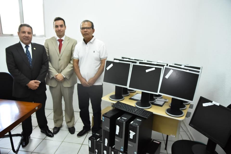 Procuradoria Municipal de Atalaia recebe 10 computadores cedidos pelo MPE - AL