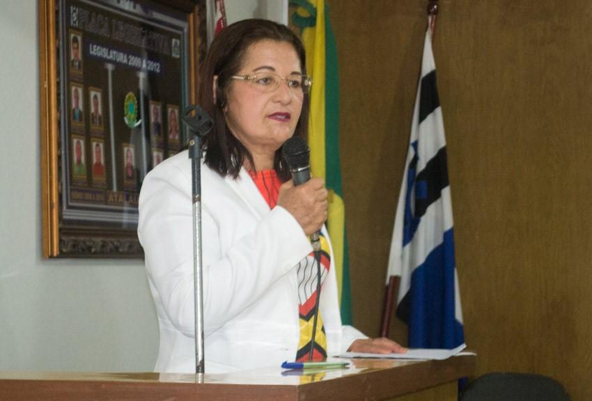 Vereadora Neide Miranda solicita a construção de uma Praça no Buraco do Jacaré