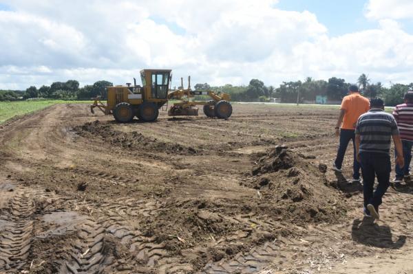 Prefeitura segue com as obras do novo campo de futebol do Povoado Olhos D'água