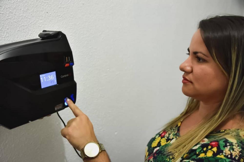 Prefeitura inicia cadastro de servidores para implantação do ponto eletrônico biométrico