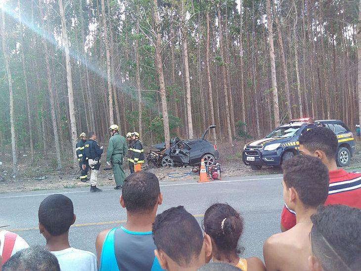 Dois morrem em acidente durante perseguição na AL-210, em Atalaia