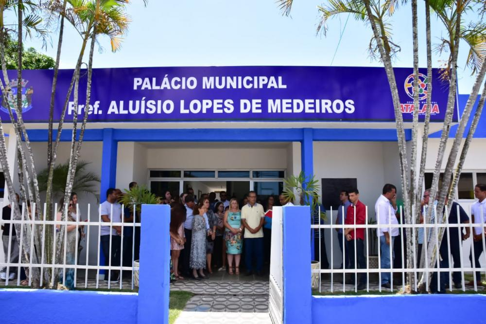 Com solenidade, Palácio Municipal passa a se chamar Prefeito Aluísio Lopes de Medeiros