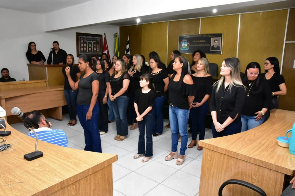Prefeitura realiza cerimônia de encerramento do Curso Básico de Libras, que certificou 26 educadores do município