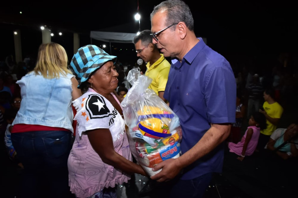 Prefeitura de Atalaia leva comemoração natalina para famílias do Conjunto Maria de Nazaré