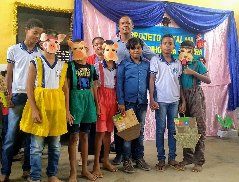 Alunos da Escola João Cordeiro, no Distrito Ouricuri.