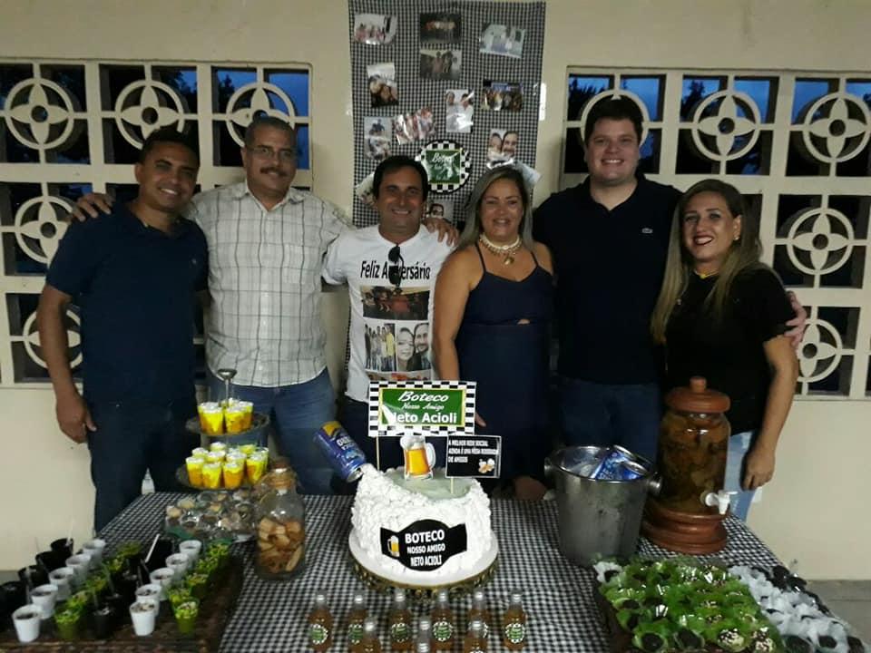 Amigos e familiares prestigiam aniversário de Neto Acioli.