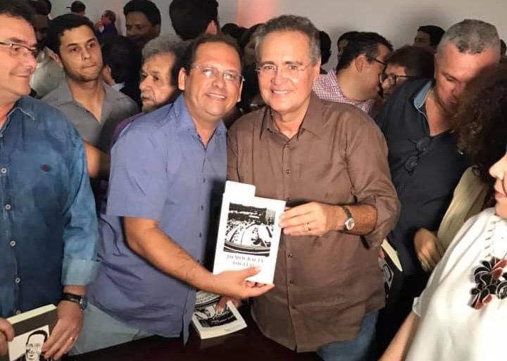 Vereador Alexandre Tenório prestigia o lançamento do livro 'Democracia Digital', do senador Renan Calheiros
