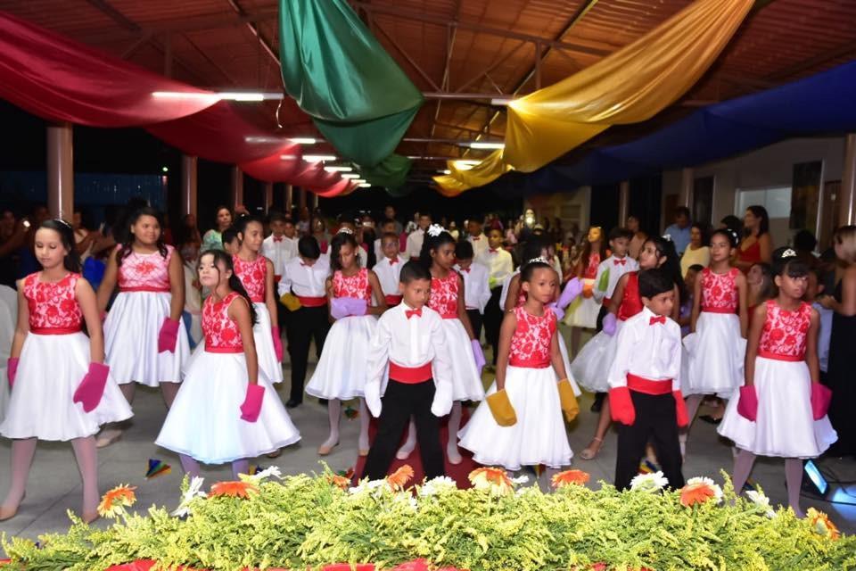 Alunos do 5º ano da Escola Fortunato Bittencourt se despedem do Fundamental I com direito a uma linda e emocionante formatura