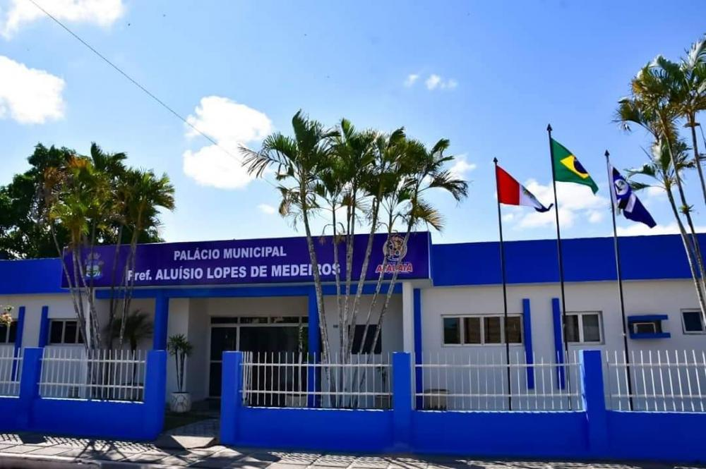 Prefeitura de Atalaia convoca servidores para apurar supostos acúmulos de cargos públicos
