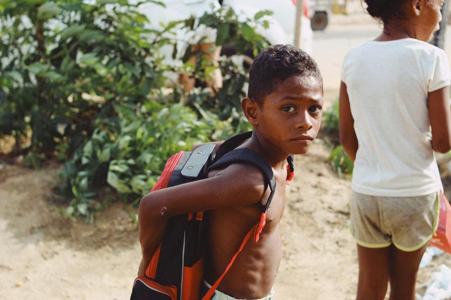 Grupo Mãos que Acolhem distribui 197 kits escolares para crianças carentes de Atalaia