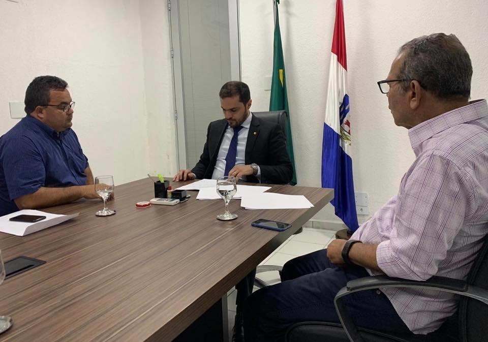 Na SESAU, prefeito Chico Vigário trata dos repasses atrasados da Secretaria com o município de Atalaia
