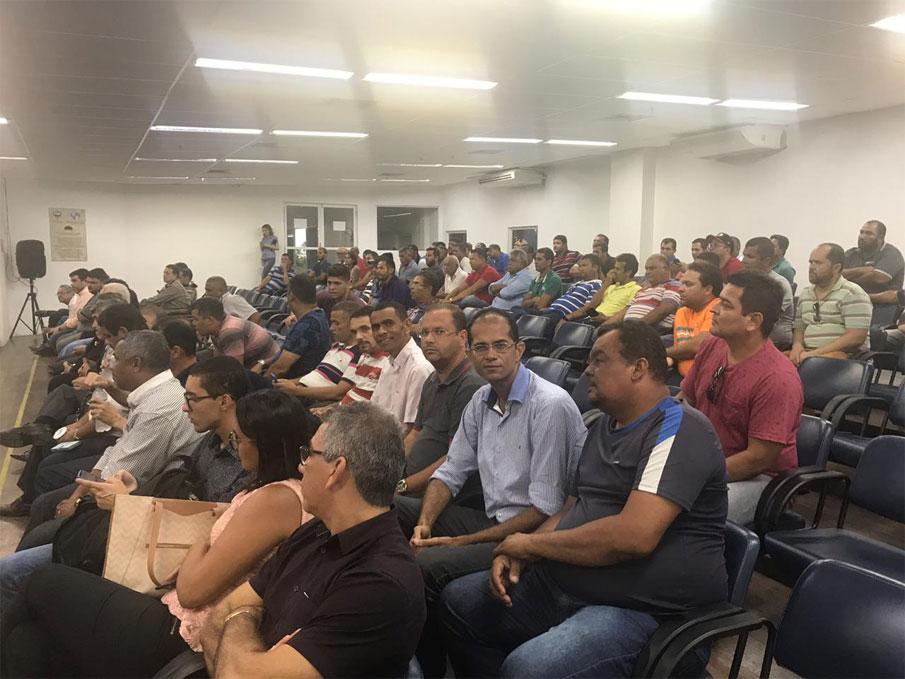 Presidente da Câmara, vereador Alexandre Tenório e vereador Ricardo Calheiros, acompanham Audiência Pública em Maceió.
