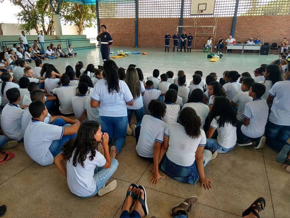 Ação educativa através do Programa PSE, Atenção Básica e SAMU.