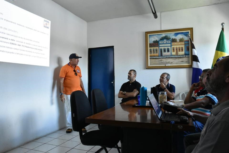 Prefeito e secretários acompanham apresentação do Plano de Contigência para o período de chuvas em Atalaia