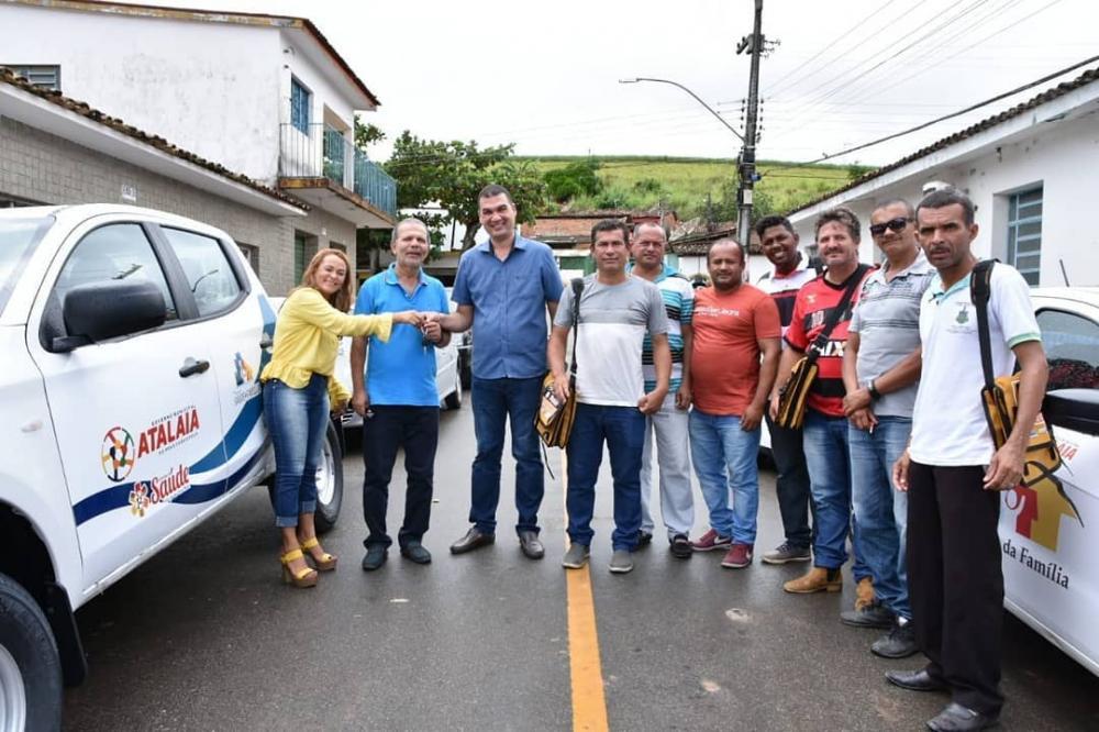 Prefeito Chico Vigário entrega novos materiais de trabalho e novo veículo para a Endemias do município.