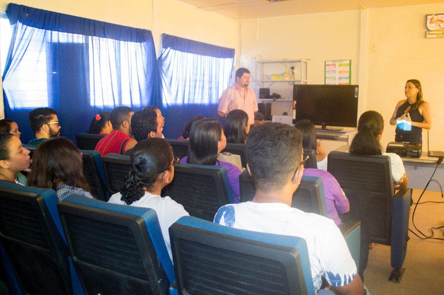 Encontro também teve como objetivo orientar os monitores e facilitadores quanto a funcionalidade do programa.
