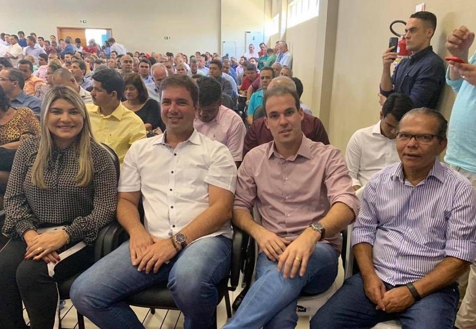 Na foto, prefeito Chico Vigário ao lado dos prefeitos Jeane Moura (Senador Rui Barbosa), Adelminho Calheiros (Capela) e Olavo Neto (Murici).