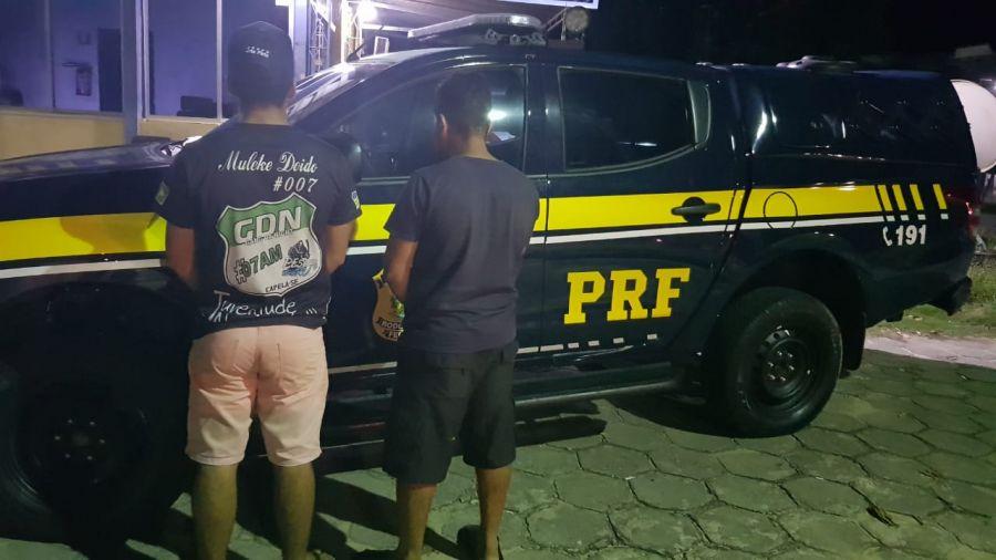 Homens foram presos transportando bebida alcoólica sem nota fiscal. Foto: Ascom PRF.