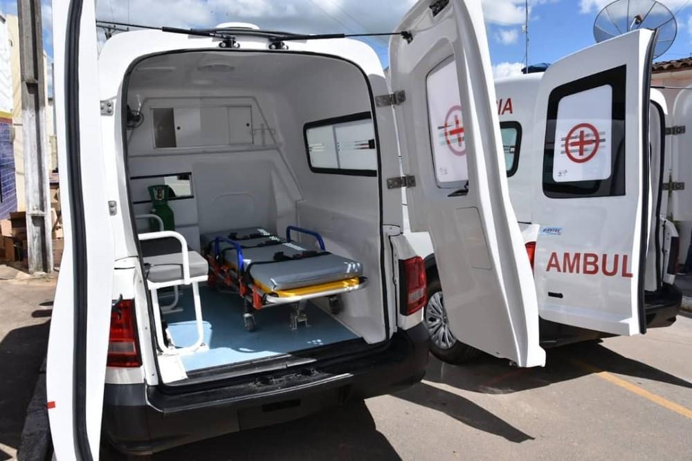 Prefeitura de Atalaia adquire duas novas ambulâncias para atender a população