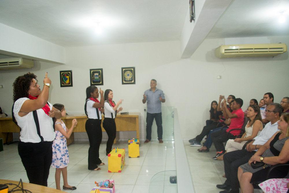 Aula inaugural do curso Básico I e II em Libras.