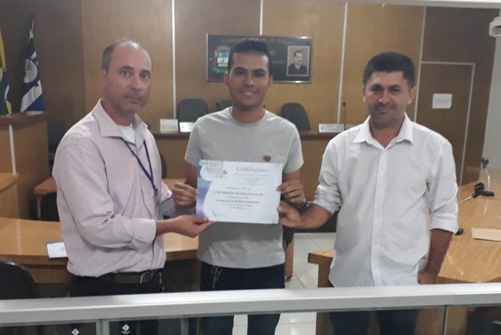 Atalaienses recebem certificado de conclusão do Curso de Operador de Máquinas Pesadas